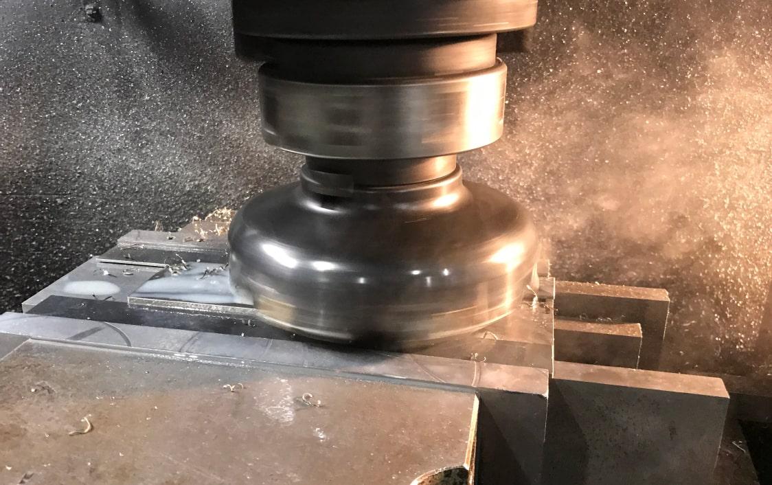 鉄鋼メーカーの金属試験片の加工
